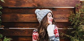 Czapka z pomponem – najbardziej uniwersalny fason zimowej czapki